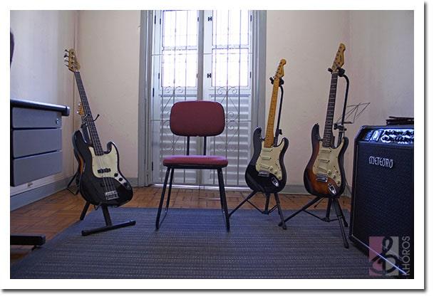 sala de baixo e guitarra